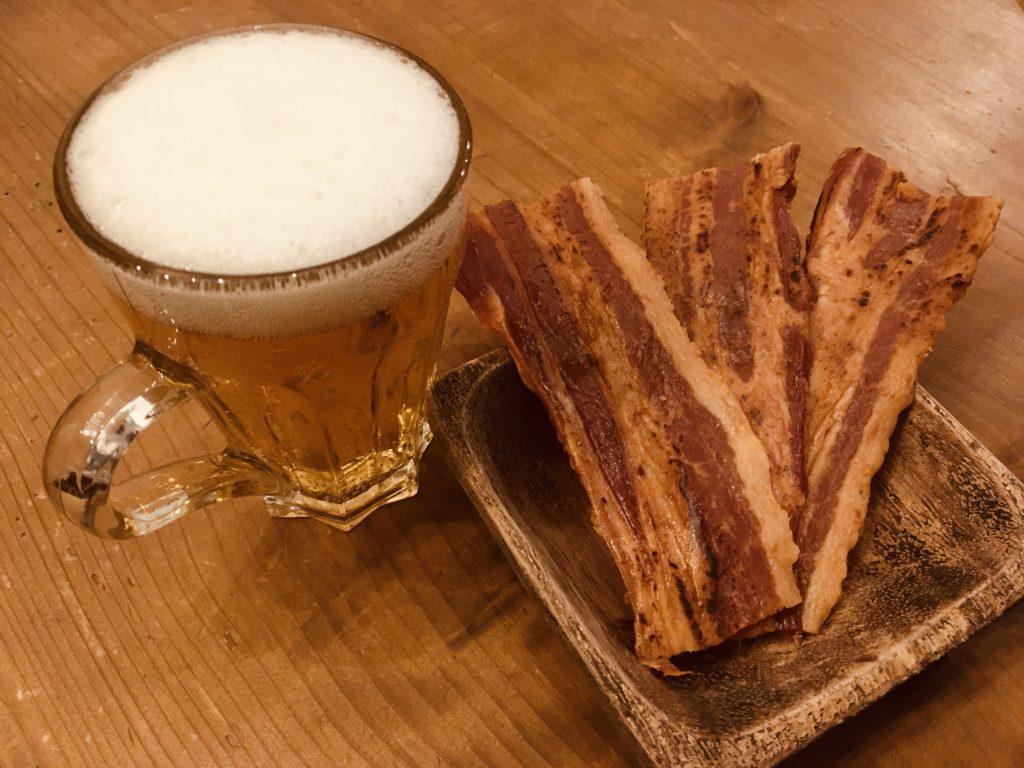 炙り厚切り豚バラジャーキーがちょいピリ辛でビールを誘う!