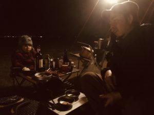 キャンプで旨い肴をつまみつつ酒を飲むという愉しみ。
