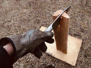 斧や鉈の代わりに出刃包丁で薪割りしてみた結果。