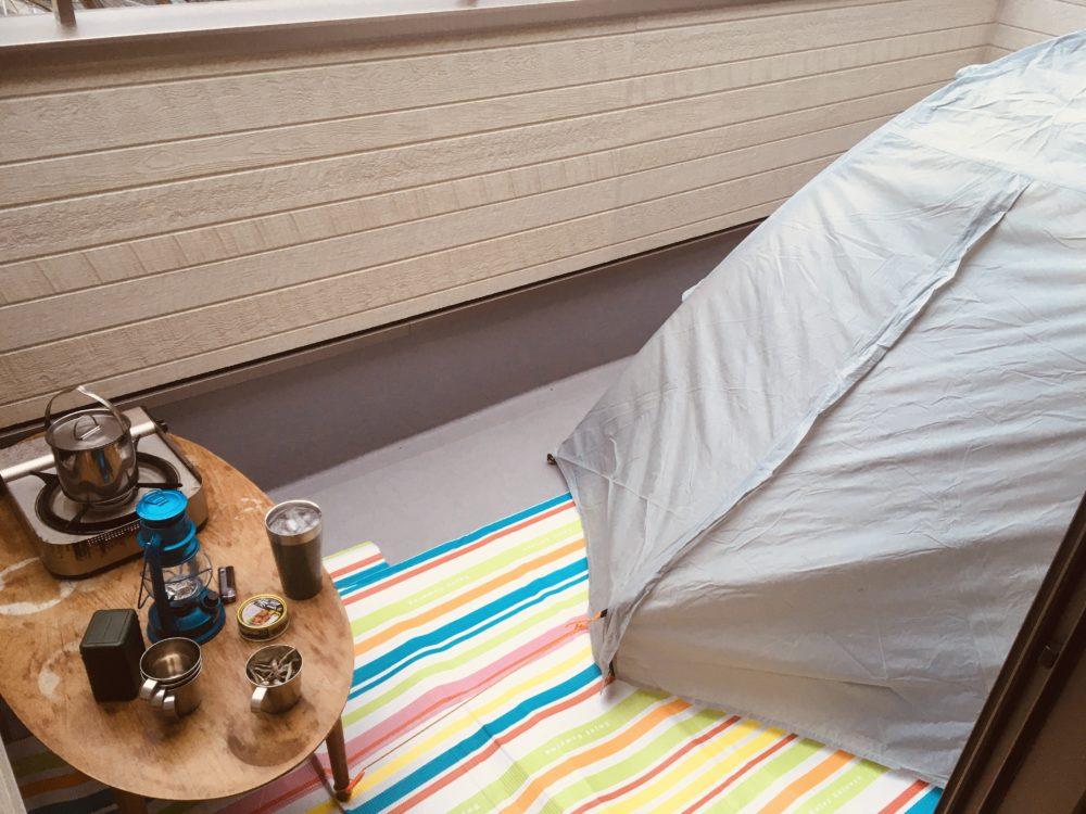 ベランダキャンプの用意ができたところで雨が降ってきた。