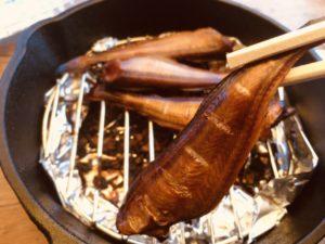 蓋のできるスキレットで燻製レシピに挑戦!