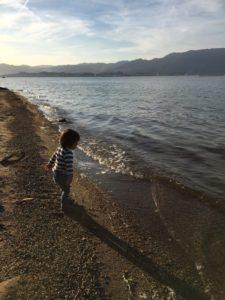 吉川の湖岸は遊泳危険